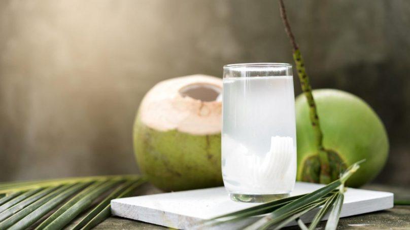 Voici 10 bonnes raisons de boire de l'eau de coco