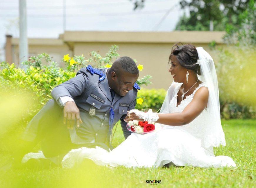 Félicitations. Tout d'abord pour votre merveilleux mariage...mais aussi d'avoir trouvé chacun la moitié qui lui manquait pour parcourir le chemin de la vie.