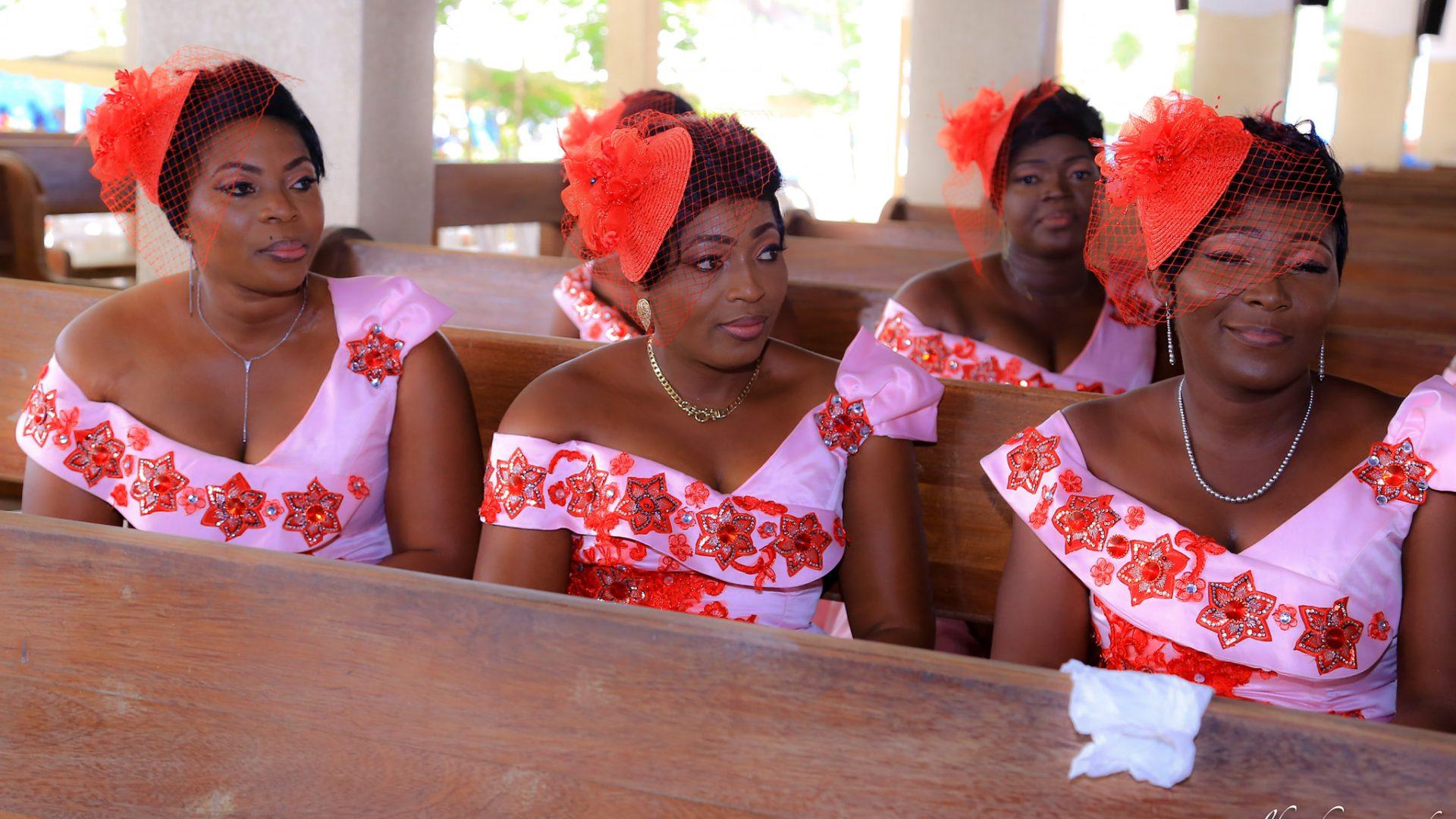 Les filles d'honneur à l'église