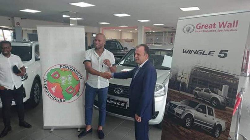 Didier Drogba a reçu un pick-up pour sa campagne
