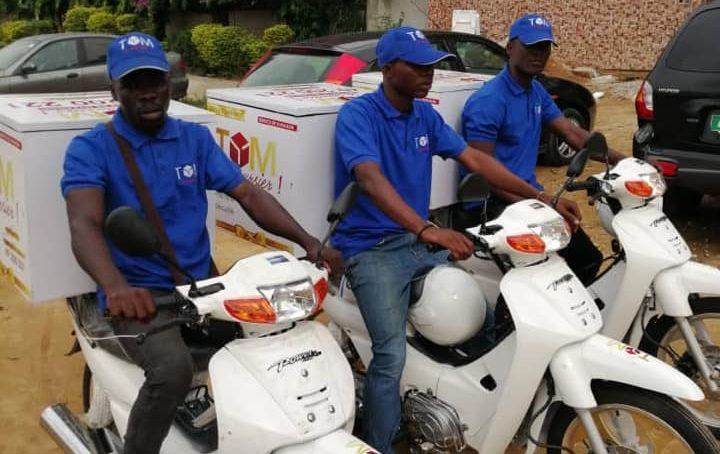 Tom le Coursier, un service d'entraide familiale devenu l'un des leaders de la livraison à Abidjan