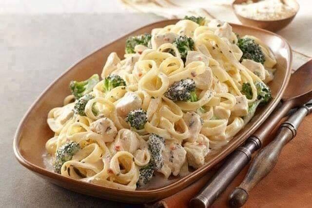 Recette : Spaghetti Alfredo au poulet et brocoli