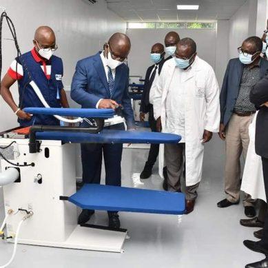 Visite du ministre Pierre Dimba au CHU de Cocody.