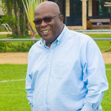 Le journaliste Adamah Khalil rend hommage à Roger Ouegnin le president de l'Asec Mimosas