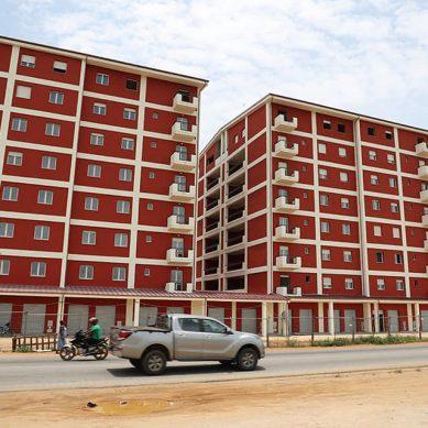 Logements sociaux : le secrétaire d'Etat Lataille Koffi satisfait des réalisations d'un groupe italien à grand-bassam